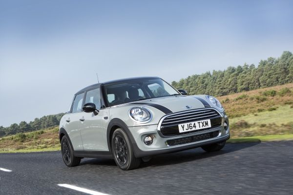 MINI 5-door Hatch wins at Business Car Manager's SME Company Car of the Year awards 2016