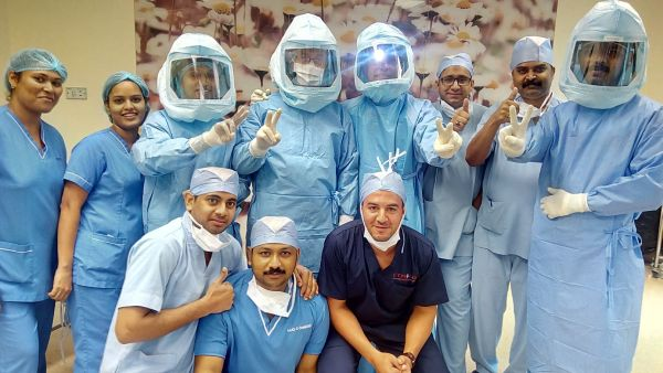 Zulekha Hospital expert team presents live total knee replacement