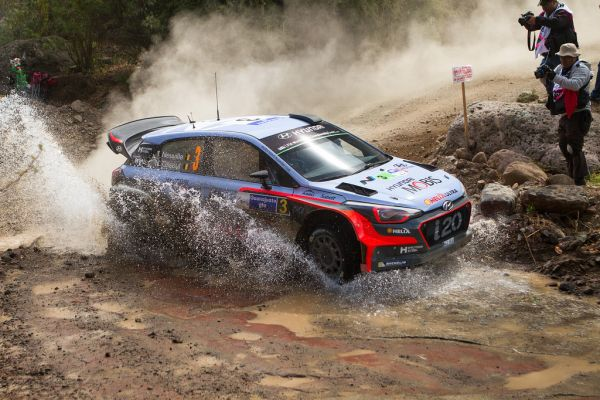 Ogier holds advantage over Neuville after day 1 in Mexico