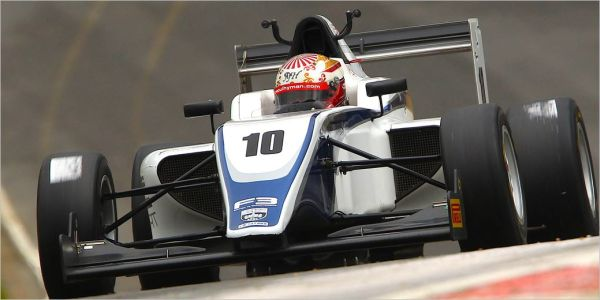 Bruising British F3 return for quick Raoul Hyman