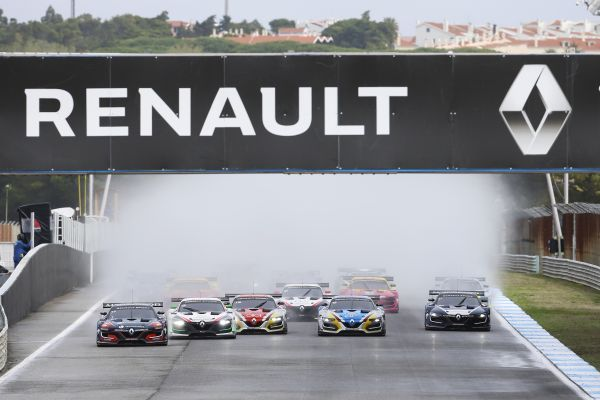 Fabian Schiller and Steijn Schothorst win the final races of the Renault Sport Trophy