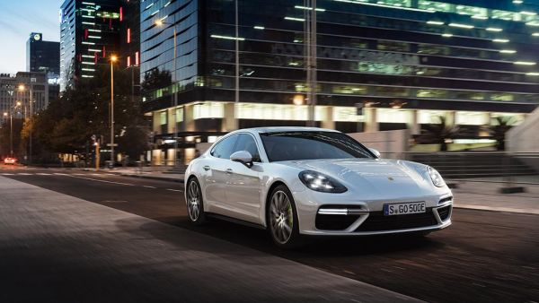 Porsche world premiere in Geneva: Second hybrid variant of the Panamera launched