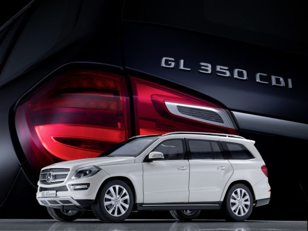 New to the model car selection: Mercedes-Benz GL Class