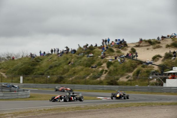 Zandvoort: FIA F3 full throttle through the sand dunes