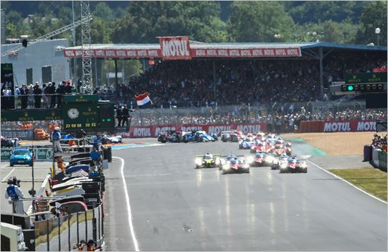 an innovation at the start on the le mans 24 hours circuit. Black Bedroom Furniture Sets. Home Design Ideas