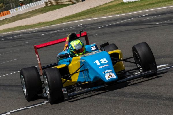 F4 Spain points leader Pujeu keeps lead in Valencia