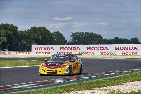 Valuable FIA WTCR points for Honda driver Tom Coronel in Slovakia