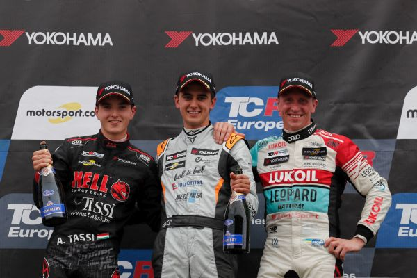 Mikel Azcona wins TCR Europe Series Race 1 after a pile-up at the start