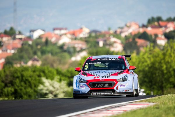 Michelisz takes FIA WTRC Race of Hungary pole position