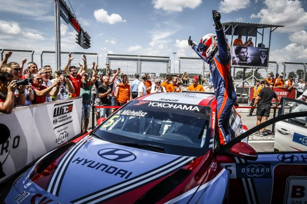 Michelisz mighty as Slovakia delivers action-packed WTCR Oscaro weekend