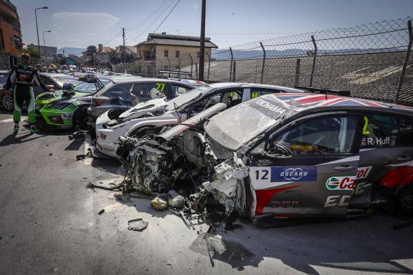 WTCR Race of Portugal 1 start accident