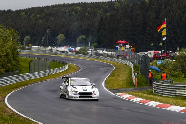 Björk beat Muller in thrilling Nordschleife WTCR pole battle