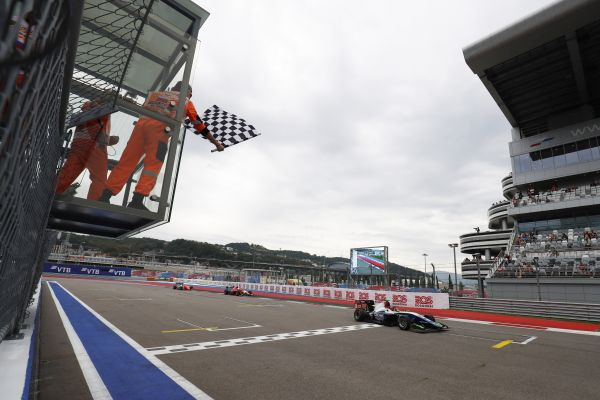 Beckmann snatches victory on final lap of Sochi GP3 Race 2