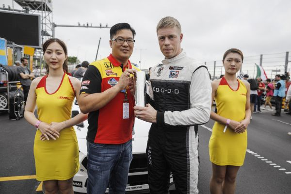 Björk claims WTCR 2018 DHL pole position award, competition winner Mr Ho makes presentation
