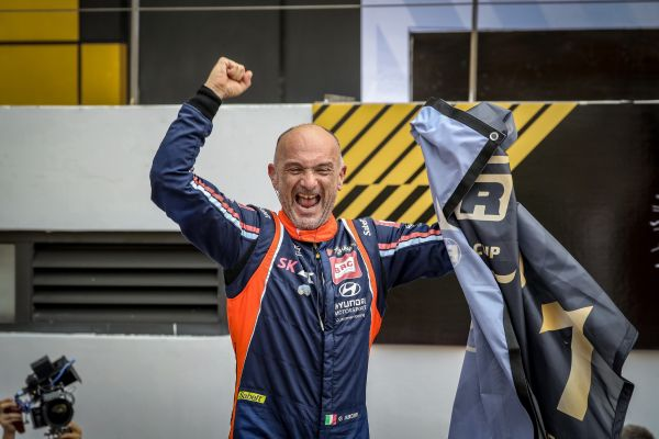 Gabriele Tarquini WTCR champion interview -  biography