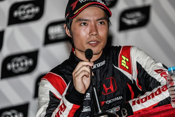 WTCR  -  Ma Qing Hua and six locals join in Macau