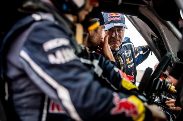Dakar SS10 Carlos Sainz leads at WP1