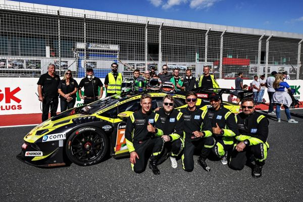 Leipert Motorsport starts the new season with an impressive class win at the 24h race in Dubai