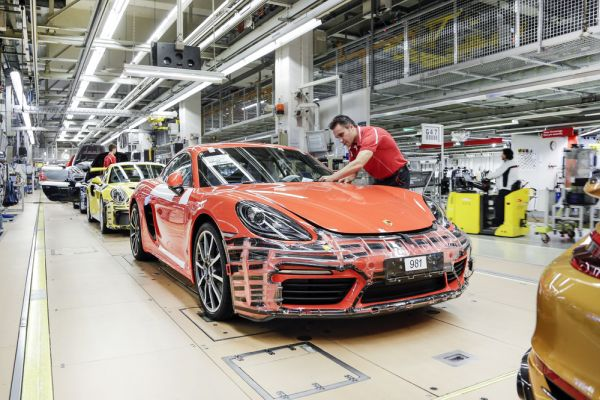 Porsche rewards employees for a highly successful 2018