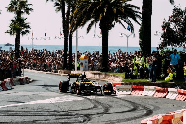 Renault F1 Team to be star of French GP Roadshow