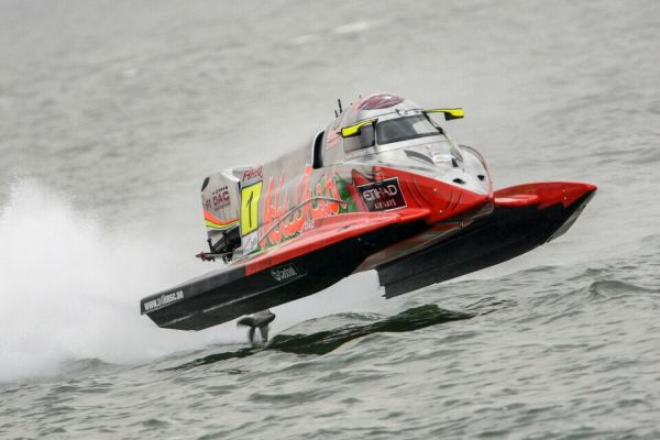 Strong winds and rough sea force cancellation of UIM F1H20 GP of Saudi Arabia
