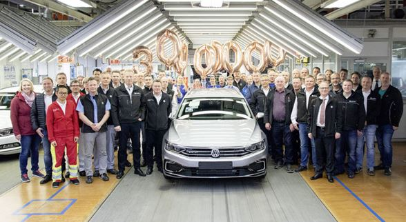 New Passat breaks record on debut: Number one mid-range model with 30 million vehicles worldwide