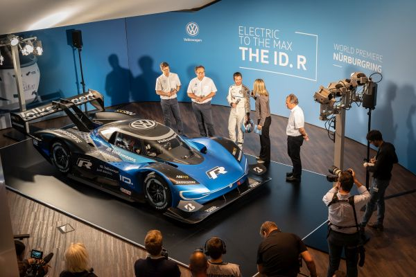 Double world premiere for the new Volkswagen ID. R
