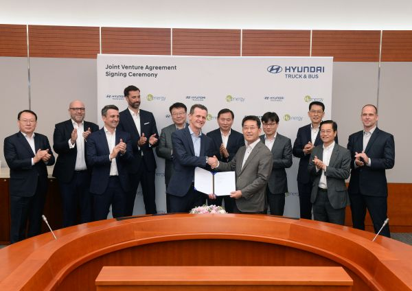 Hyundai Motor and H2 Energy Sign Joint Venture Contract