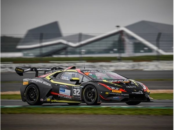 Dramatic home victory for Middleton and Bartholomew in Silverstone Race 1