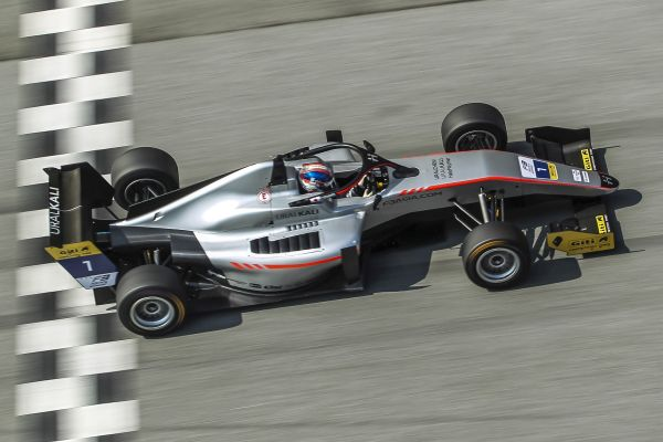 Ukyo Sasahara Dominates on F3 Asian Championship Debut