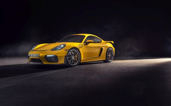 The Porsche 718 Spyder and 718 Cayman GT4 - Hungry for every curve and optimised for the racetrack