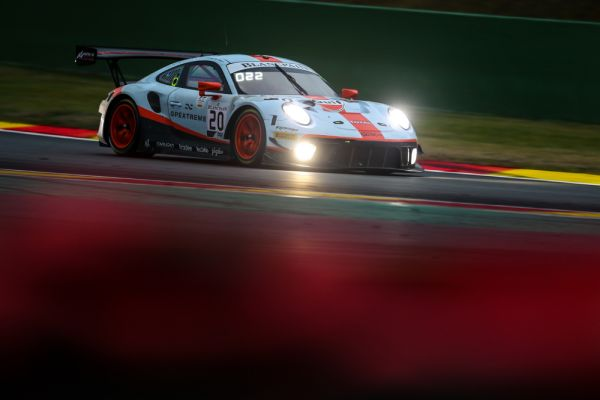 Porsche customer teams launch impressive pursuit through the night