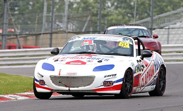 Clapham North MOT owner George Grant wins Max5 Brands Hatch race