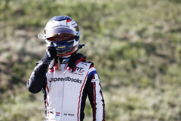 De Vries untouchable in Austrian F2 qualifying