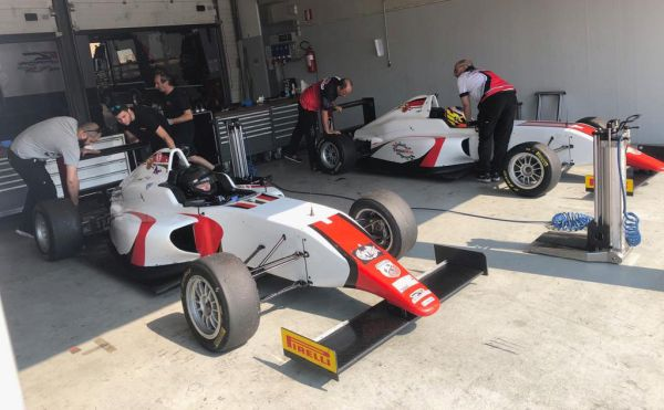 DR Formula by RP Motorsport completes test looking forward to the Italian F4 Championship