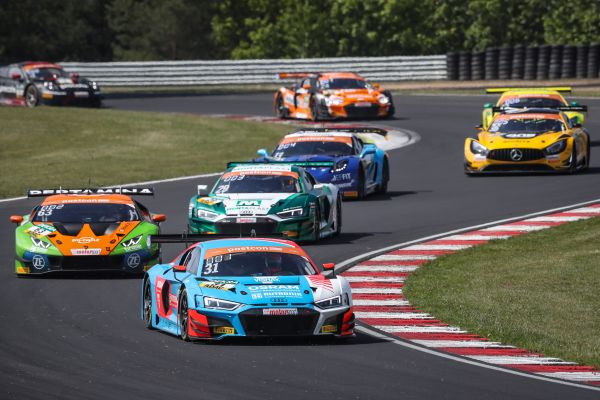 HCB-Rutronik Racing: Newcomers create a stir in the ADAC GT Masters