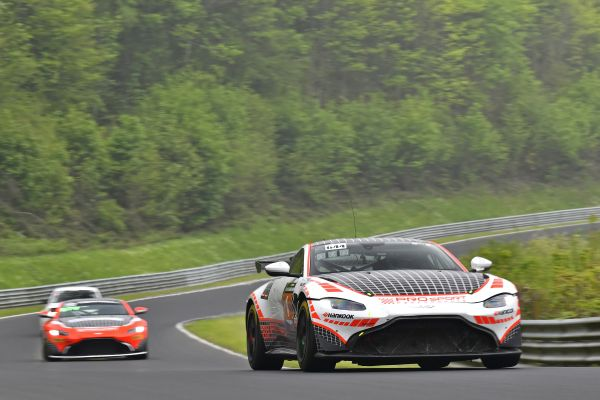 PROsport Performance with two Aston Martin at the 24h classic