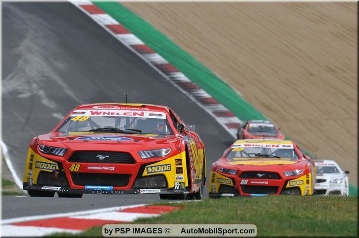 Racing Engineering and their drivers at Brands Hatch.
