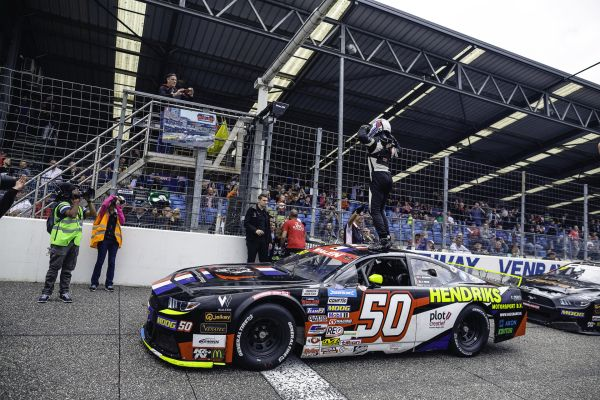 Hezemans scores third career win in a breathtaking battle at Venray