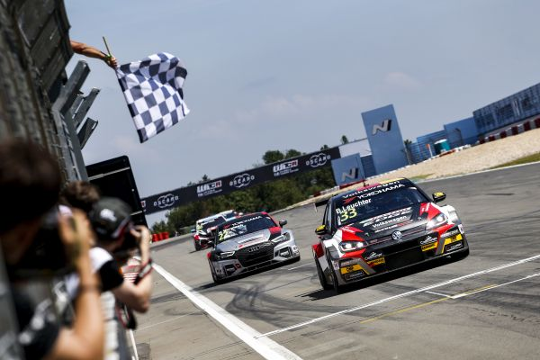Leuchter, Kristoffersson light up the Nordschleife with first WTCR wins