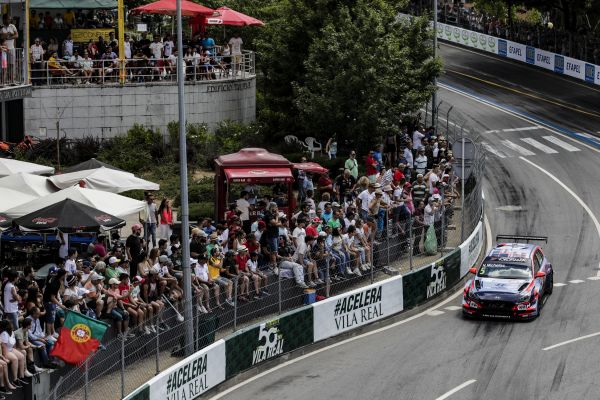 Michelisz storms the streets for WTCR glory in Vila Real