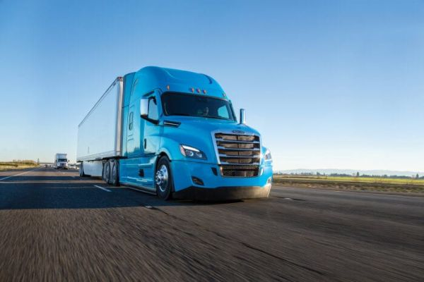 Daimler Mobility launches first series-produced leasing product for trucks in the USA with usage-based rate