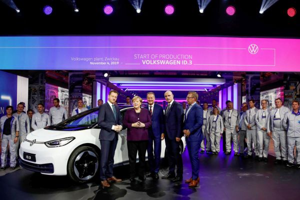 Volkswagen initiates system changeover to e-mobility – Production of the ID.3 starts in Zwickau