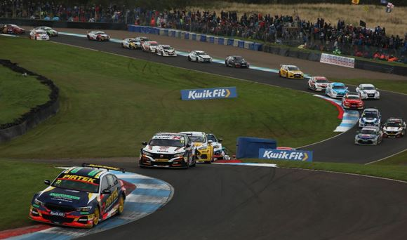 BTCC - The chase is on at Silverstone