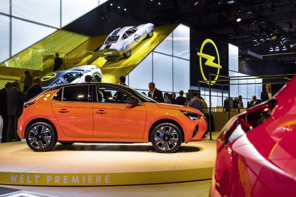 Opel Stand Electrifies the 68th International Motor Show