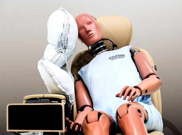 Hyundai Motor Group Develops Center Side Airbag