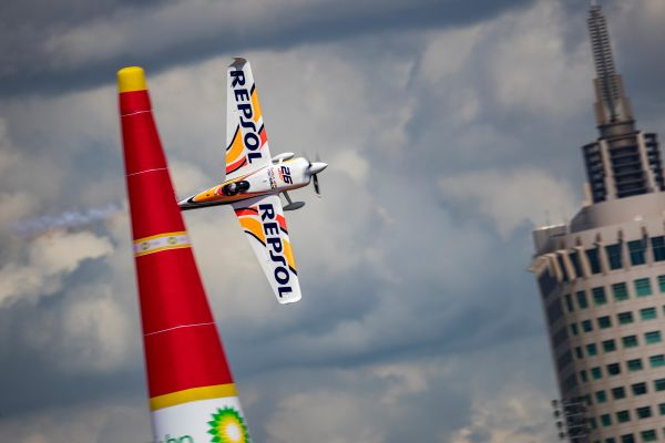 Velarde shakes up final Red Bull Air Race World Championship battle with Chiba Qualifying win
