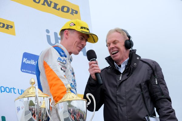 Cobra Sport AmD with AutoAid/RCIB Insurance Racing storms to success at Knockhill