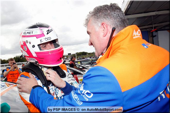 Cobra Sport AmD with AutoAid/RCIB Insurance Racing secures third victory at Thruxton