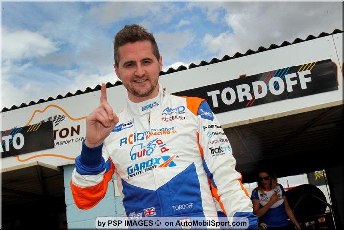 Tordoff takes maiden win of the year and double pole in Thruxton thriller